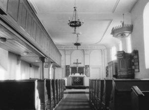 Kirche, Innenansicht, Blick zum Altar, vor 1960 (?) (1960 Innenrenovierung, dabei u.a. neuer Altar und neue Kanzel angefertigt)