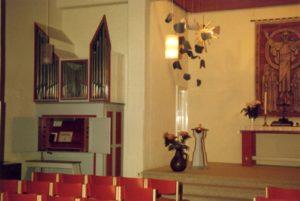 Kirche, Blick zum Altar, vermutlich 1977 (nach 1966, 1966 Orgelneubau)