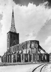 Kirche, Ansicht von Südosten, Foto: Ernst Witt, Hannover, 1957