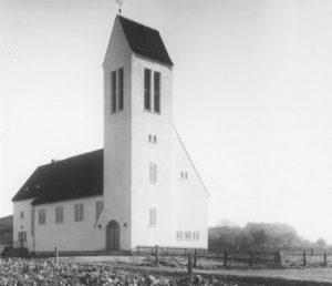 Kirche, Außenansicht, Foto: Ernst Witt, Hannover, 1954