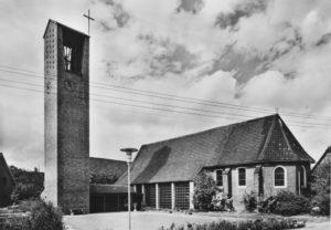 Kirche, Ansicht von Südosten, Postkarte, um 1966