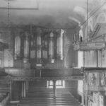 Blick zur Orgel, um 1948, rechts Kanzelaltar