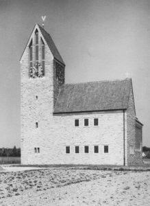 Kirche, Außenansicht, Foto: Ernst Witt, Hannover, 1956