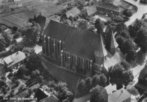 Kirche, Ansicht von Nordwesten, Luftbild