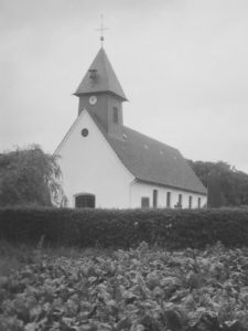 Kirche, Ansicht von Südwesten, Foto: Ernst Witt, Hannover, Juli 1957