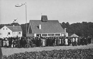 Kapelle, Außenansicht, Einweihung der Kapelle am 7. Oktober 1951