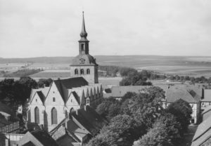 Kirche, Ansicht von Nordosten, Luftbild