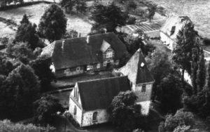 Kirche, Ansicht von Nordosten, Luftbild, um 1960