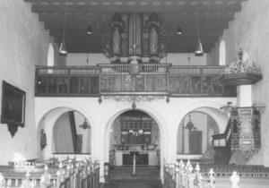 Kirche, Blick zum Altar, um 1964