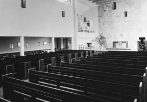 Kirche, Blick zum Altar, vor 1970