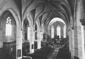 Kirche, Blick zum Altar, um 1960, Postkarte