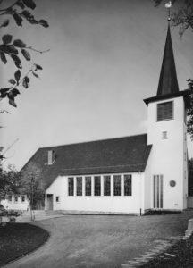 Kirche, Ansicht von Südosten, Foto: Rud. Lichtenberg, Osnabrück, wohl 1957
