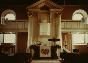 Kirche, Blick zum Altar, 1980