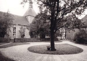 Kirche, Ansicht von Nordwesten, Foto: Ulrich Ahrensmeier, Hannover, Oktober 1980