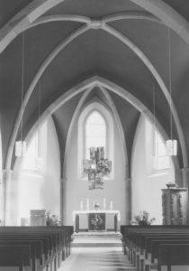 Kirche, Blick zum Altar, nach 1970