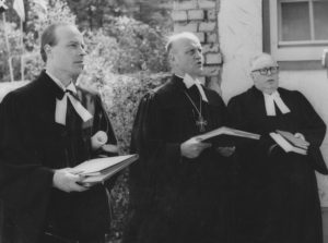 Grundsteinlegung der Kirche am 22. Juni 1958. Von links nach rechts: Pastor René Leudesdorff, Landessuperintendent Kurt Degener, Pastor Hans Rapp