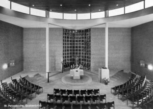 Kirche, Blick zum Altar, um 1970
