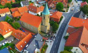 Kirche, Ansicht von Nordwesten, Luftbild, Foto: Bodo Boehnke, 2016