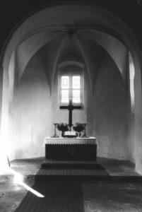 Kirche, Blick in den Altarraum, um 1960