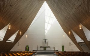 Bonnuskirche, Blick nach Westen zum Altar