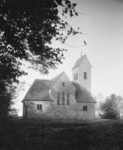 Kirche Großmoor, Ansicht von Südosten, Foto: Ernst Witt, Hannover, Oktober 1954