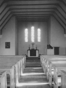Kirche Großmoor, Blick zum Altar, Foto: Ernst Witt, Hannover, Oktober 1954