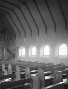 Kirche Großmoor, Blick zur Orgelempore, Teilansicht, Foto: Ernst Witt, Hannover, Oktober 1954