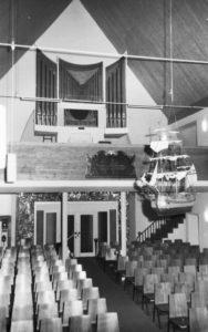 Heutige Kirche, Blick zur Orgel, nach 1968