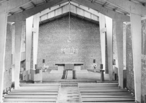 Emmaus-Kirche, Blick zum Altar