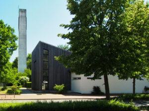 Langenhagen, St. Paulus, Kirchsaal und Turm