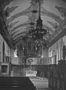 Kirche, Blick zum Altar und zur Orgel, 1975