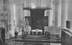 Kirche, Blick in den Chor mit dem Flügelaltar, vor 1980