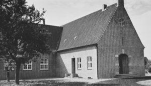Gemeindehaus mit Kirchsaal (rechts), Außenansicht