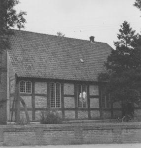 Kirche, Ansicht von Südwesten, Teilansicht, Foto: Ernst Witt, Hannover, August 1949