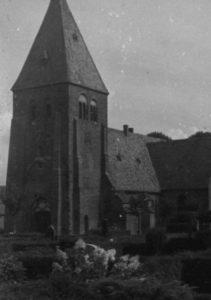 Kirche, Ansicht von Südwesten, Teilansicht, um 1960
