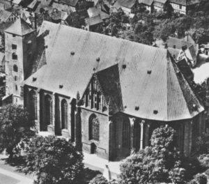 Kirche, Ansicht von Südosten, Luftbild, 1946
