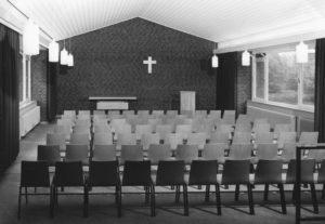 Gemeindehaus, Kirchsaal, Blick zum Altar, 1968