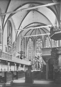 Kirche, Blick zum Altar im Chor