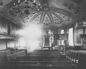 Kirche, Blick zum Altar, 1905