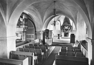 Kirche, Blick zum Altar und zur Orgel, 1969