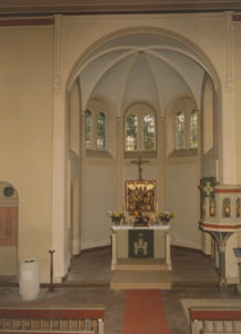 Kirche, Blick in den Altarraum, 1984