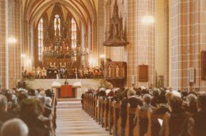 Kirche, Blick zum Altar, 4. Dezember 1977 (Wiedereinweihung des Münsters)