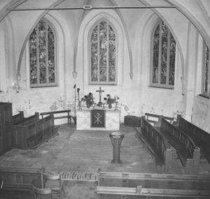 Kirche, Blick in den Altarraum, 1956/57