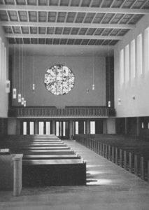 Neue Martin-Luther-Kirche (erbaut 1954–58), Blick zur Westempore, Foto: Ernst Witt, Hannover, 1959