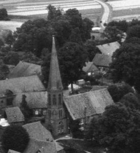 Kirche, Ansicht von Südwesten, Luftbild, um 1960