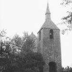 Glockenturm, im Hintergrund Westseite der Kirche, um 1964