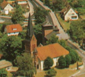 Kirche, Ansicht von Südwesten, Luftbild, um 1980