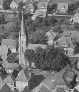 Kirche, Ansicht von Südosten, Luftbild