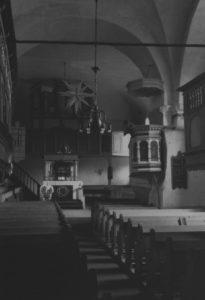 Kirche, Blick zum Altar und zur Orgel, um 1960